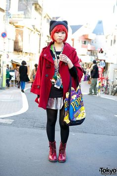 Harajuku redhead wearing cat themed accessories with a burgundy coat and boots. Japanese Streets, Japanese Street Fashion, Tokyo Fashion, Harajuku Fashion, Kawaii Fashion, Harajuku Style, Harajuku Japan, Women's Fashion, Office Outfits Women