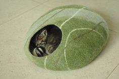 Des coussins pour chat zens et contemporains en forme de cailloux