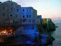 Conheça o restaurante romântico construído dentro de uma caverna