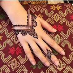 121 Simple mehndi designs for hands 121 Simple mehndi designs for hands & Easy Henna patterns with Images & Bling Sparkle Mehndi Designs For Girls, Mehndi Designs For Beginners, Mehndi Designs For Fingers, Modern Mehndi Designs, Simple Mehndi Designs, Mehndi Design Images, Easy Henna Hand Designs, Ankle Henna Designs, Cute Henna Designs