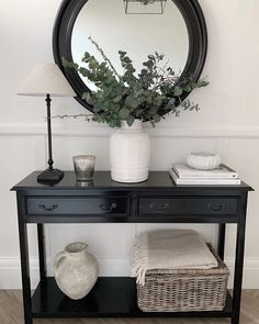Hallway Table Decor, Console Table Living Room, Console Table Styling, Home Entrance Decor, Hallway Decorating, Living Room Decor Cozy, Hallway Designs, Home Decor Styles, Home Furniture