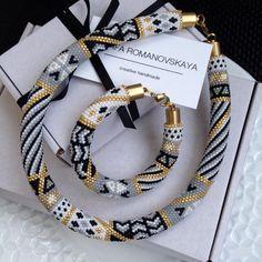 beaded necklace Crochet Beaded Bracelets, Beaded Earrings Patterns, Jewelry Patterns, Handmade Bracelets, Bead Jewellery, Beaded Jewelry, Beaded Necklace, Rope Necklace, Collar Redondo