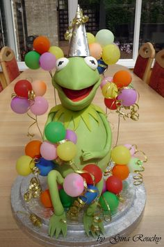 Kermit The Frog Cake by *ginas-cakes on deviantART...just crazy! I need to up my skill level...