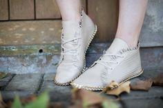 O outono está aí e a pedida, para combinar com a estação, são os tresses. Veja mais modelos em shop.miezko.com