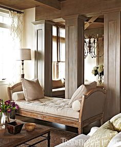 We love this plush daybed by Lillian August for Hickory White. - Photo: Colleen Duffley / Design: Susan Bohlert Smith