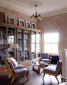 Дом с мебелью 50-х годов в Лондоне. Очень душевная обстановка. Для деловых бесед, позволяющий принять судьбоносные для бизнеса решения.