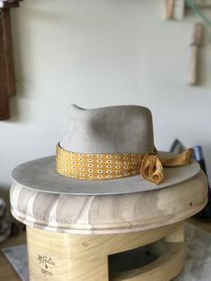 Western Weight, beaver fur felt in Sahara. Mellow Fedora style crown with a wide flat, unbound brim. Fancy Hats, Cool Hats, Hats For Sale, Hats For Men, O Cowboy, Head Scarf Styles, Strapback Hats, Stylish Hats, Outfits With Hats
