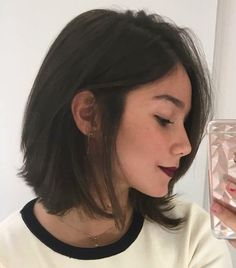 What do you guys think? Short Straight Hair, Short Hair Cuts, Hairstyles Haircuts, Pretty Hairstyles, Wavy Bob Haircuts, Hair Inspo, Hair Inspiration, Cabello Hair, Hair Day