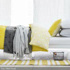 Schon Für Einen Farblichen Energiekick Im Grauen Winter Sorgt Das Warme Gelb Der  Gemusterten Bettwäsche. Mehr