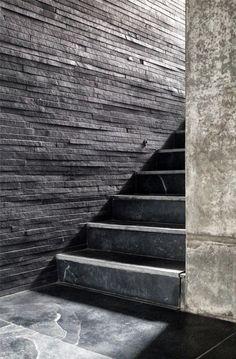 Oft wird Schiefer als Treppenbelag eingesetzt. Durch die spaltraue, geschliffene oder gebürstet Oberflächenbearbeitung sind Naturschiefer ideal für den Innenbereich als auch den Außenbereich.   http://www.arbeitsplatten-naturstein.de/schiefer-treppen-moderne-schiefer-treppen