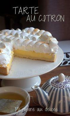 Voici la vraie recette de la tarte au citron meringuée : une pâte sablée croustillante garnie de son onctueux appareil au citron et sa meringue