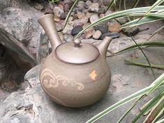 Tokoname Yakishime wave and wading bird teapot by Seiho #ceramics #pottery #teapot #kyusu #kyuusu #teatime #greentea #sencha #tea #japaneseceramics #japanesepottery #wabicha #wabipot #tokoname