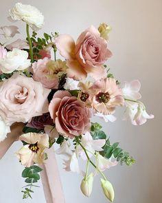 Bride Bouquets, Flower Bouquet Wedding, Bridesmaid Bouquet, Floral Wedding, Bridesmaids, Wedding Flower Inspiration, Floral Arrangements, Beautiful Flowers, Marie