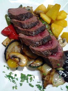 #bar #restaurante #cantanhede #portugal #tempusinlondon #magret #pato #batata #corada # legumes #salteados #cogumelos #frescos #elegante #delicioso #unico #molho #frutos #silvestres #almoço #requintado #jantar #gourmet