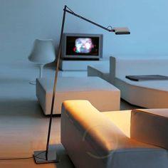 Designer-Stehleuchte KELVIN mit warmweißem, behaglichem #LED-Licht für die gemütliche #Wohnzimmer-Couch oder den entspannenden Lesesessel.