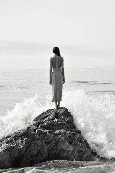 Black and White Portrait Photography: Expert Advice That Helps You Succeed – Black and White Photography Beach Photography, Portrait Photography, Fashion Photography, Photography Ideas, Black And White Portraits, Black And White Photography, Beach Shoot, Belle Photo, Photoshoot
