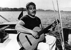 Dorival Caymmi no veleiro Laffite, do amigo Carlos Guinle, década de 50. Foto: Arquivo Agência A Tarde