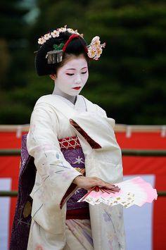 "geisha-kai: "" Maiko Kanoyumi dancing at the Heian Shrine by TAMAYURA on Flickr """