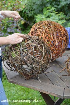 Woodland Christmas, Magical Christmas, Christmas 2019, Willow Weaving, Basket Weaving, Giant Pine Cones, Christmas Floral Arrangements, Weaving Art, Scandinavian Christmas