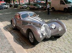 The Devaux Coupe is an Australian automobile built from 2001 and still is. Designed by David J Clash in Australia. Engine options - litre Jaguar or GM kW and 470 N·m of torque. Dream Cars, My Dream Car, Concept Cars, Classic Trucks, Classic Cars, Cars Vintage, Art Deco Car, Auto Retro, Microcar