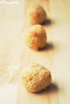 Deliciosas y fáciles croquetas, con el sabor habitual de la tortilla, servida en bocados… Ingredientes: 4 patatas, peladas y cortadas en daditos 1 cebolla, cortada fina 3 huevos batidos 100 grs. chorizo, cortado en daditos 100 ml. leche Sal y … Sigue leyendo →