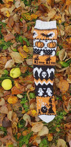 Ravelry: Halloween socks pattern by Lotta Jumppanen halloweensocks Halloween Socks, Halloween 2020, Halloween Knitting, Halloween Clothes, Diy Halloween, Happy Halloween, Knitting Socks, Knit Socks, Knitting Patterns