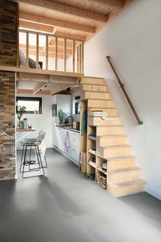 Une tiny house dans les bois - PLANETE DECO a homes worldYou can find Tiny house interiors and more on our website.Une tiny house dans les bois - PLANETE DECO a homes world Tiny House Loft, Best Tiny House, Tiny House Living, Tiny Houses, Tiny Loft, Tiny House Stairs, Modern Tiny House, Tiny House Plans, Small Rooms