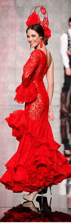Carmen Latorre, Simof 2014, another beautiful flamenco dress and fashion style in beautiful red.