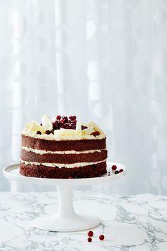 Red velvet kakku | K-ruoka #joulu Red Velvet, Vanilla Cake, Delicious Desserts, Deserts, Sweets, Baking, Cakes, Christmas, Food