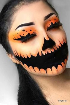 Looking for for ideas for your Halloween make-up? Browse around this site for cute Halloween makeup looks. Cute Halloween Makeup, Halloween Makeup Looks, Up Halloween, Halloween Pictures, Halloween Pumpkin Makeup, Facepaint Halloween, Halloween Eyeshadow, Halloween Mermaid, Scarecrow Makeup