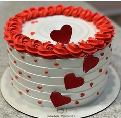 Cake Decorating Courses, Cake Decorating Piping, Cake Decorating Designs, Cake Designs, Boys 18th Birthday Cake, Make Birthday Cake, Beautiful Birthday Cakes, Valentines Baking, Valentines Day Cakes
