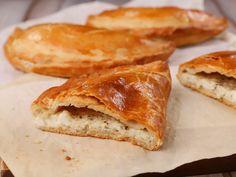 Τυρόπιτα κουρού Everyday Food, Greek Recipes, Bread, School, Vegetarian Cooking, Pie, Brot, Greek Food Recipes, Baking