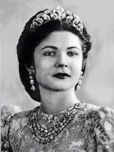 Queen Farida of Egypt wearing her magnificent diamond tiara and triple rivière necklace.