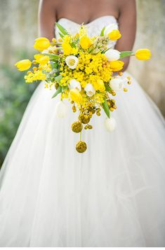 yellow wedding inspiratons, photo: Tasha Seccombe Photography | www.hochzeitsguide.com