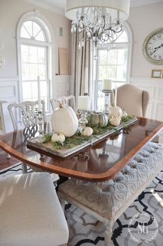 Dining Table Centerpiece Ideas (Formal and Unique Dining Room Centerpiece - Table Settings Simple Dining Table, Unique Dining Tables, Elegant Dining Room, Thanksgiving Table Settings, Thanksgiving Centerpieces, Diy Thanksgiving, Dining Room Table Centerpieces, Table Decorations, Centerpiece Ideas