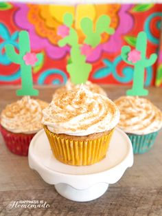 These cinnamon sugar churro cupcakes are the perfect dessert for your Cinco de Mayo fiesta! A quick & easy semi-homemade treat that can be whipped up in minutes! I love a good fiesta, especially for Cinco de Mayo, and there's no better way to top off a delicious Mexican meal than with a churro cupcake! These …