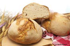Il pane civraxiu. Da oltre dieci anni nella mia famiglia prepariamo il pane in casa e negli ultimi tempi anch'io mi sono avvicinata al misterioso mondo del pane e dei lievitati. Nell'alternanza di successi e fallimenti abbiamo applicato varie modifiche, a volte procedendo anche solo per tentativi, che pian piano arricchiscono la nostra esperienza e