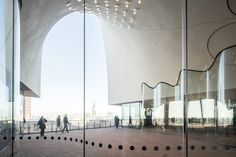 Image 43 of 60 from gallery of See How Herzog & de Meuron's Elbphilharmonie Hamburg Sits in Its Context. Photograph by Laurian Ghinitoiu Architecture Visualization, Architecture Drawings, School Architecture, Architecture Details, Interior Architecture, Hotel Concept, Showroom Design, Alvar Aalto, Curved Glass