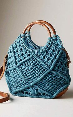 Glamorous Crochet Bag Patterns for Summer Page Number Knitted handbag with a beautiful shade of blue. An ideal crochet bag model for the summer. Crochet Tutorial, Large Utility Tote, Popular Crochet, Macrame Bag, Macrame Mirror, Macrame Curtain, 31 Bags, Summer Bags, Bag Organization
