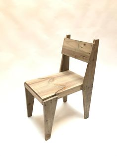 Reclaimed wood chair, hand-made by Pétula Plas