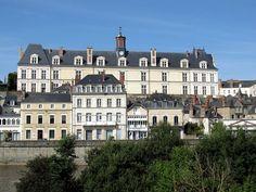 Château neuf de Laval . Pays-de-la-Loire