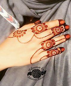 Henna design Mehandhi Designs, Modern Mehndi Designs, Mehndi Design Pictures, Beautiful Henna Designs, Mehndi Images, Mehndi Designs For Hands, Dubai Mehendi Designs, Simple Henna Patterns, Arabian Mehndi Design