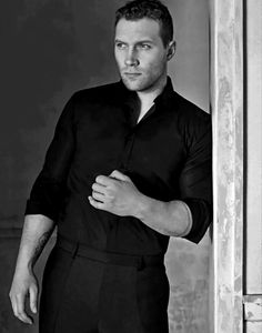 Jai Courtney                                                                                                                                                                                 Más