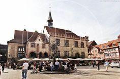 Marktplatz und altes Rathaus Göttingen. #goettingen #rathaus Designer, Street View, Mansions, House Styles, Photo Studio, Landscape, Architecture, Nature, Photo Illustration
