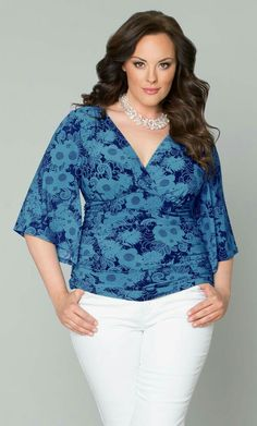 Pair our Kiera Kimono Sleeve Top with a pencil skirt or denim skinny jeans for an effortlessly chic look. Shop for this plus size kimono sleeve top today! Looks Plus Size, Plus Size Tops, Plus Size Party Dresses, Plus Size Outfits, Plus Size Fashion For Women, Plus Size Women, Kimono Fashion, Fashion Dresses, Xl Mode