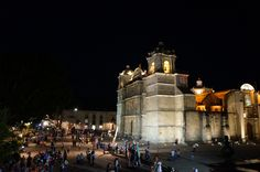 Catedral de Oaxaca de noche.