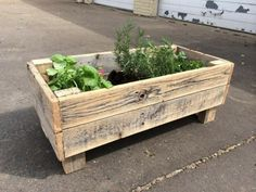 Wood Profits 20 Easy Reclaimed Wood DIY Garden Projects - Hello and welcome back to another eco-friendly collection. This time, we greet you with a collection of 20 easy reclaimed wood DIY garden projects which Reclaimed Wood Projects, Small Wood Projects, Diy Garden Projects, Outdoor Projects, Key Projects, Salvaged Wood, Recycled Wood, Pallet Planter Box, Planter Boxes