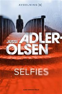 """Författare: Jussi Adler-Olsen """"Avdelning Q håller som vanligt till i Köpenhamnspolisens källarrum, men står nu inför stora utmaningar. Dels vad gäller arbetet, men också på det personliga planet. Gruppens sammanhållande länk Rose har nämligen sjunkit ner i en psykos vars..."""