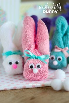 DIY - Wash Cloth Bunny - great for Easter! They are also called boo boo bunnies and you can put ice cubes in them to help soothe boo boos! Bunny Crafts, Easter Crafts For Kids, Cute Crafts, Easter Ideas, Easy Crafts, Boo Boo Bunny, Boo Boos, Pom Poms, Spring Crafts