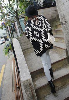 Vestes chaudes, Cardigan col chale - impression aztèque-noir est une création orginale de Lie-ly-et-Za-mong sur DaWanda